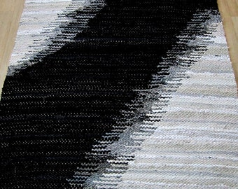 Handwoven  vintage look, rag rug -3,79 ' x 5.51' , silver, grey, black white tones, ready for sale