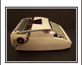 Vintage 1965 Sears Citation 2 White Metal Chassis Manual Typewriter.