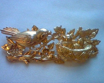Vintage gold tone birds in a nest brooch pin