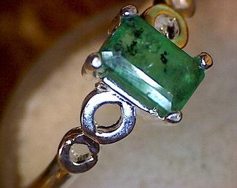 Beautiful Emerald Loop Shank Ring
