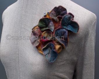 Shibori brooch, handmade bohemian fiber art brooch, OOAK artistic accessory, multicolored contemporary textile jewelry, women's fashion