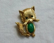 Beautiful Gold Tone Signed Monet Cat Pin or Brooch Green Jelly Belly