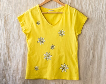 Hand Painted Daisy T Shirt in Yellow Color, Size M Floral Apparel, Flower Fashion
