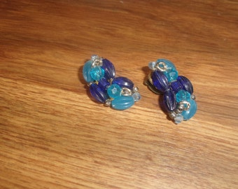 vintage clip on earrings blue lucite glass clusters goldtone