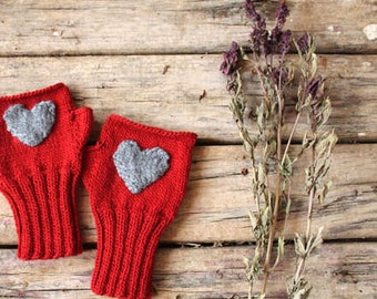 Heart Fingerless gloves . Knitting .  fashion . Girls , women . Valentines day . Love . Red . Winter accessoires .