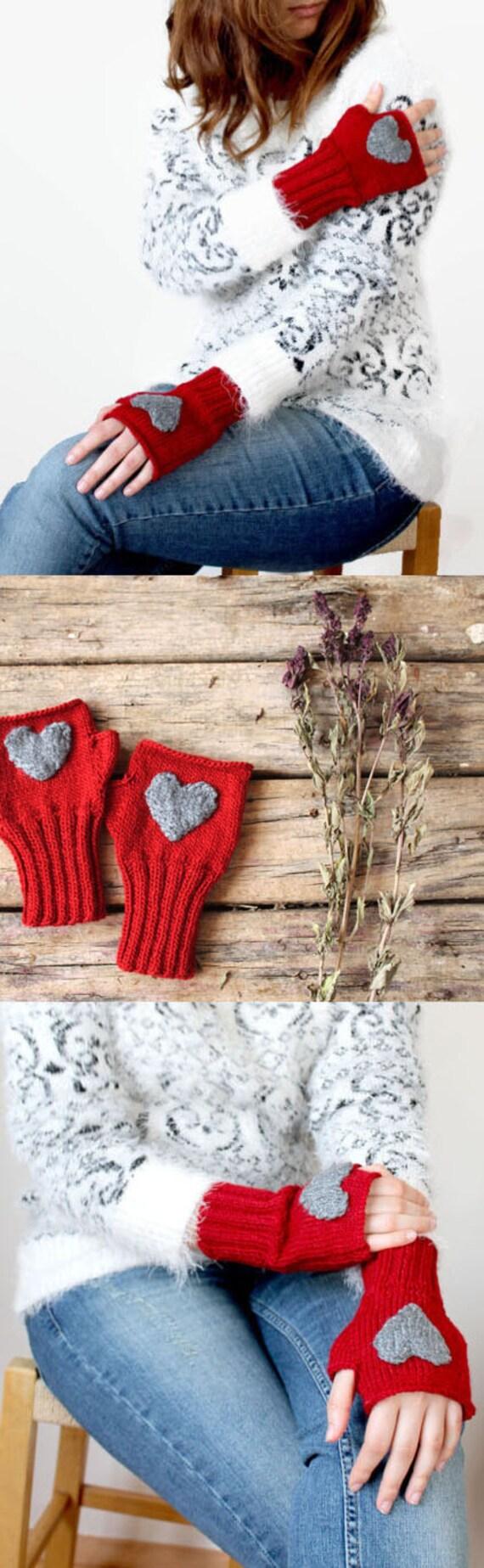 Heart Fingerless gloves . Knitting .  fashion . Girls , women . Valentines day . Love . Red . Winter accessoires .