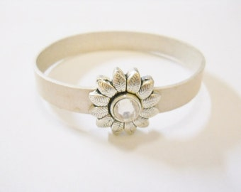 Leather Bracelet, Pearl-Silver 10mm flat leather, Flower Magnetic clasp, Flower Clasp Focal, Silver Plated, clear rhinestone center