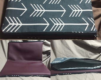 Fold  over clutch snapless.  13.5x16