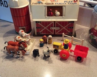 Little People Farm Silo Tractor Cows Horses Pig dog and people 915