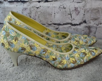 vintage 50s 60s Cosmopolitans Vitality floral embroidered mesh pumps heels pointy toe 8.5AAA