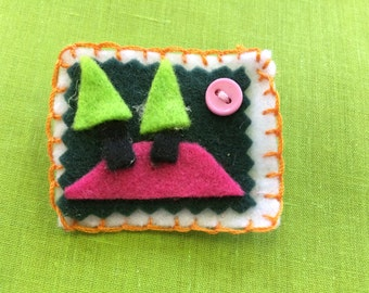 Felt brooch #12 - Free delivery to the UK