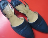 Calvin Klein flat sandal shoe  minimal chic in Navy size 7.5 N circa 1980/reserved