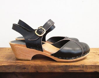 Vintage 1970s Shoes | Black Leather 1970s Platform Sandals | US size 6