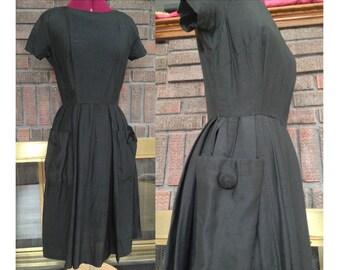 Little Black Vintage Dress 1940s  / 1940s Dress / Buttons & Big Pockets / Little Black Dress / Black Dress Nicely Fitted / Size S-M