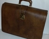 Vintage luggage brown briefcase satchel case good used condition Great Look
