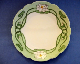 """VINTAGE Decorator Plate - Hand painted Water Lily Pattern, green border, irregular scalloped edge, domestically painted on """"Bavaria"""" blank"""