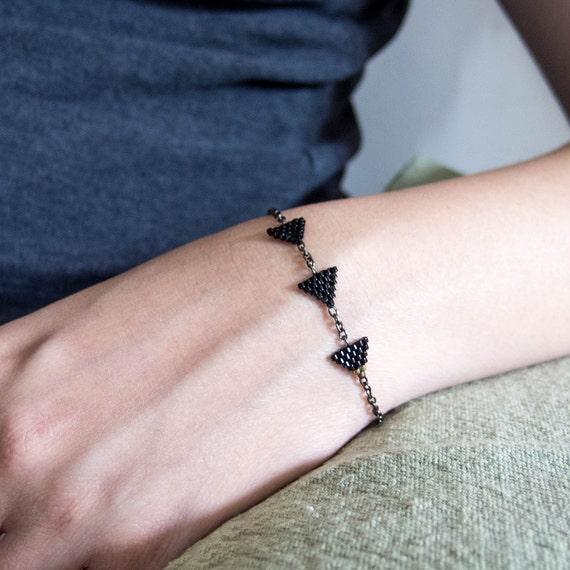 Triangle Bracelet, Black Triangle Bracelet, Beaded Black Bracelet, Black Chain Bracelet, Modern Urban Geometric Minimalist OOAK