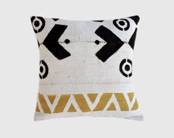 "Decorative Pillow case, Row Off White  Linen with geometric patterns Throw pillow case, fits18""x18"" insert, Cushion case, Toss pillow case."