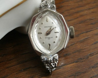 Vintage Ladies Waltham Incabloc 17 Jeweled Wrist Watch Mechanical Wind