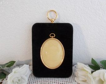 Elegant Vintage Oval Gold Brass and Black Velvet Picture Frame Wall Hanging Photo Decoration Hollywood Regency Paris Apartment Home Decor