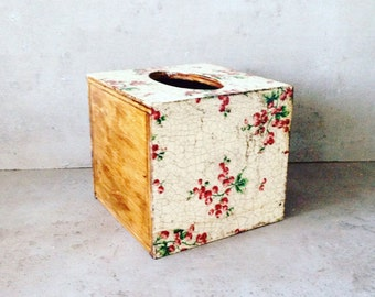Tissue dispenser box, Napkin holder vintage rustic home, farmhouse accessory, rustic home accessory, wood home accessory