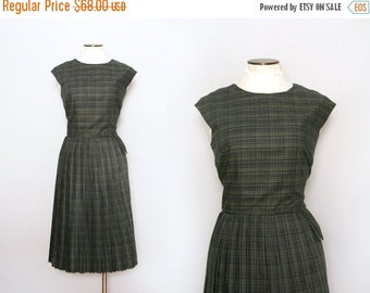 Vintage 50s Carl Naftal Dress. 1950s Green Plaid Dress with a Pleated Skirt. Fit and Flare Dress. Size Large. School Girl Dress. Work Dress.