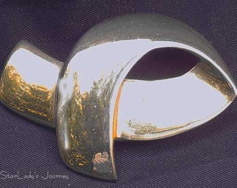 Lovely Vintage Gold Tone Ribbon-shaped Pin By Carolee