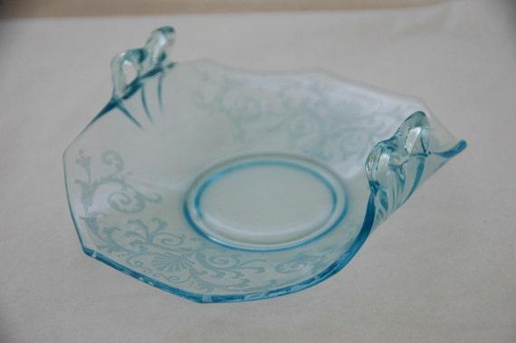 On Sale: Vintage 1930 BLUE VERSAILLES by FOSTORIA Bow Handle Bon Bon Excellent Condition