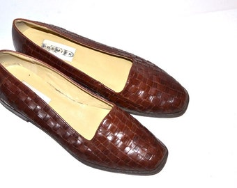 Vintage 90s  Women brown woven  leather shoes huaraches Low Heel Flats by Premier, Size 9 1/2 made in Brazil Loafers Moccasin Style