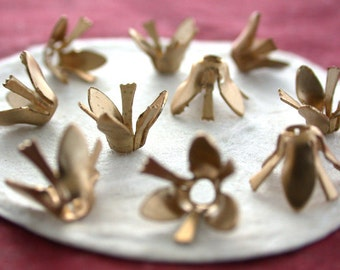 Raw Brass Flower Stampings, Raw Metal Flowers, Vintage Style Metal Flowers, Made in the USA ~  STA-198