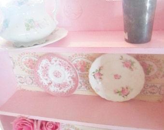 Vintage shabby  pink shelf plate rack cottage chic shabby kitchen