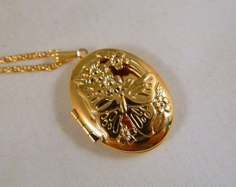 Vintage Avon Butterfly Fragrance Perfume Locket Necklace / Gold Locket Necklace / Original Box, New Old Stock 1970s Avon Jewelry