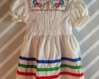 folksy vintage smocked embroidered dress for toddler by jcpenney size 2-3 years