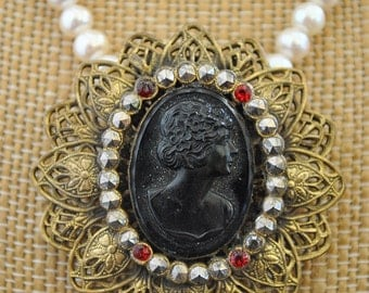 VINTAGE PEARL black cameo CLIP necklace