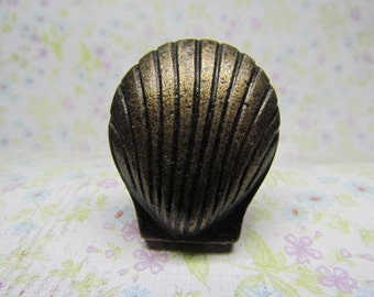Faux Brass Scallop Shell Wine Bottle Stopper