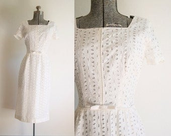 1960s White Eyelet Lace Cocktail Dress / Size Small-Medium