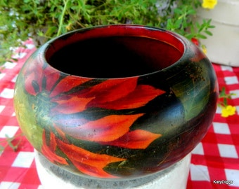Primitive hand made Wooden Bowl, Poinsettias and green leaves, FABULOUS...