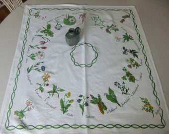 Vintage Swedish printed square shaped tablecloth - Landscape flowers