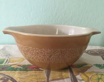 Vintage PYREX Beige Woodland Bowl 750 ML