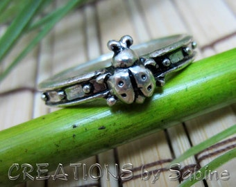 Ladybug Ring Band Size 8.5 / 8 1/2 Silver Tone Metal Jewelry Love Bug  Woodland Critter Insect Bugs Vintage FREE SHIPPING  (425)