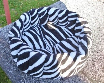 Cat bed, dog bed, kitty bed, deep bed, zebra bed, pet bed, cat beds, machine washable, kitten bed, puppy bed, pet beds, kitty beds,round bed
