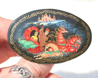 FREE SHIPPING Hand Painted Russian Lacquered Beautiful Oval Brooch Fairy Tale Horses Castle Queen Sleigh Scene