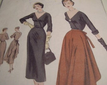 Vintage 1950's Vogue 4047 Special Design Dress with Tie-On Apron Sewing Pattern, Size 14 Bust 32