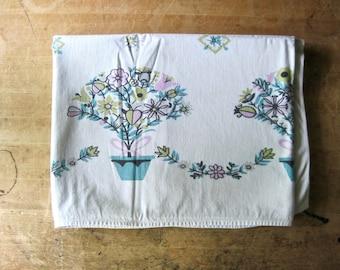 Vintage Kitchen Tablecloth, Vintage Linens, Kitchen Linens, Tablecloth Vintage, Floral Tablecloth, Dining Table Cloth, Vintage Tablecloths