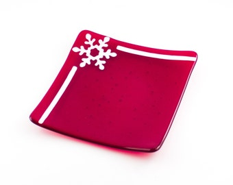 Red and White Serving Plate, Winter Table Decoration, Snowflake Pattern, Cookie Plate, Fused Glass, Holiday Serve-ware, Unique Hostess Gifts