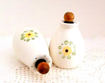 Vintage Floral Salt and Pepper Shakers, Retro Floral Salt and Pepper Shakers, Vintage Ceramic Salt and Pepper Shakers ** Epsteam