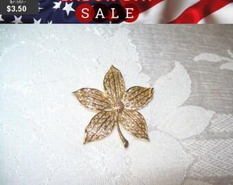 SALE Vintage goldtone flower brooch