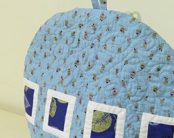 Quilted patchwork tea cozy in blue, Warm quilted tea cozy, Large tea cozy