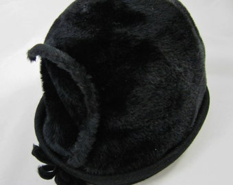 Designer Hat, Exclusive Lisa of New York and Paris, Black Velour, Countess Body Made in italy, 1960s Vintage