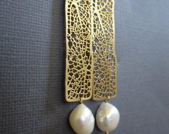 Large Pearl dangling earring, Gold Filigree Earrings, Long Gold earrings, wedding jewelry, Bridsmaid earrings, bridal party gift set